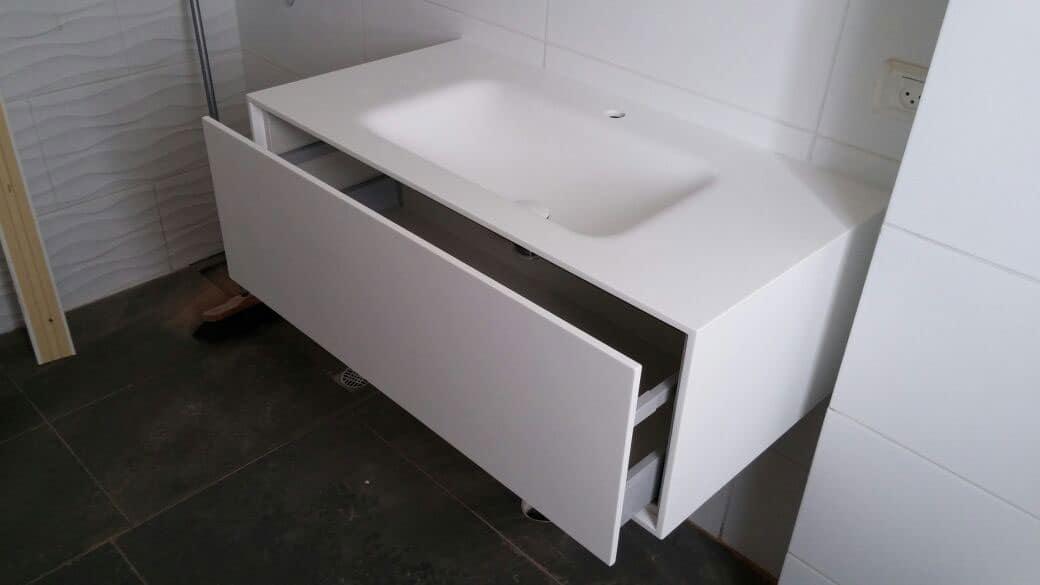 ארון רחצה תלוי בחיפוי קוריאן לבן עם כיור אינטגראלי דגם BROTHER עשוי בשיטת הוואקום פורמינג