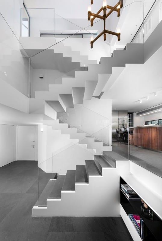 מדרגות מקוריאן יוקרתיות בגווני חום ל-3 קומות