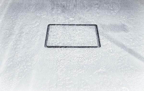ניקוז אגנית מקלחון נשלף על פי תכנון. גוון קוריאן תואם לאגנית