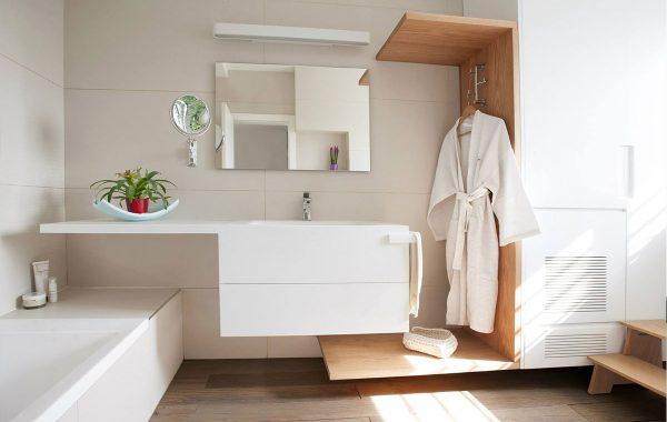 ארון בחדר רחצה עשוי מקוריאן לבן הכולל משטח עבודה עם כיור אינטגרלי, ומתלה קוריאן מגבות מעוצב