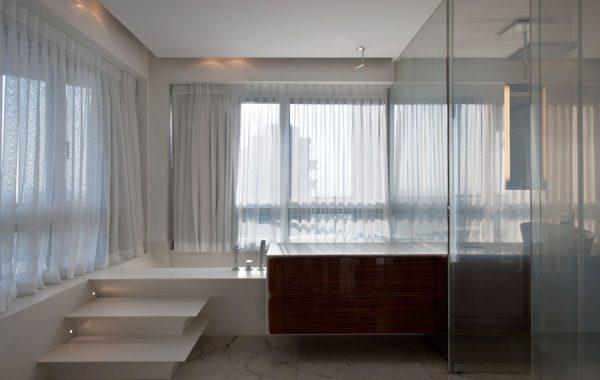יחידת אמבט עם מדרגות וארון, הכל עשוי קוריאן גוון בז